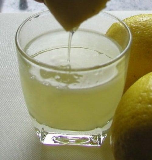 bere il limone