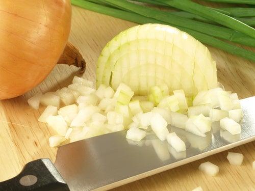 tagliare la cipolla