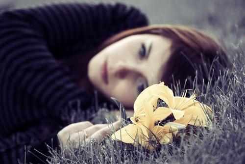 donna triste e depressa