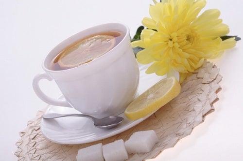 Il tè di scorza di limone e le sue proprietà