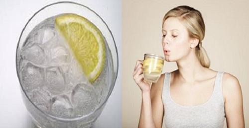 come ridurre il grasso con acqua tiepida