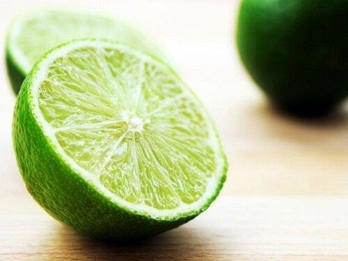 Alleviare l'herpes labiale - Benefici e proprietà del limone
