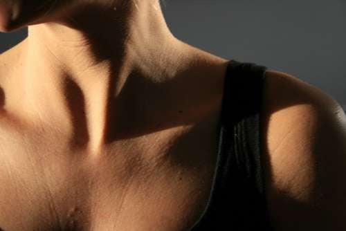il collo ha bisogno di ricevere le stesse cure dedicate al viso
