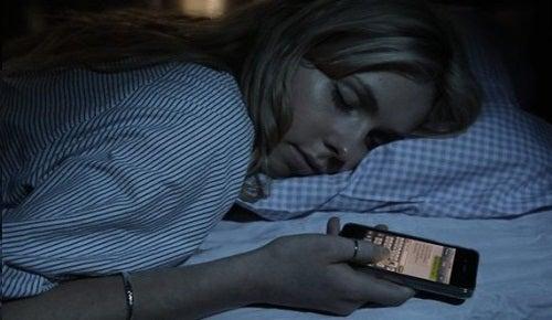dormire col cellulare