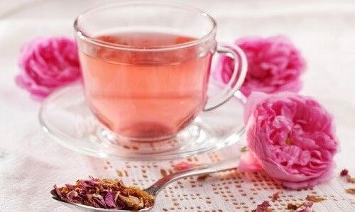 infuso di rosa e melissa