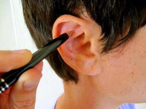 Ridurre lo stress massaggiando l'orecchio
