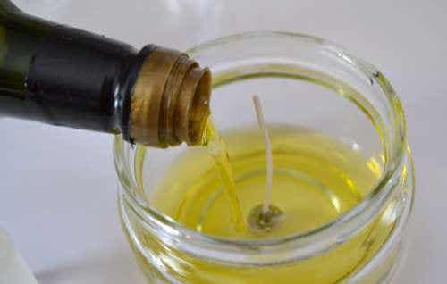 Idee per riutilizzare l'olio da cucina usato