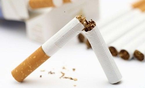 Lotta contro unabitudine fumante