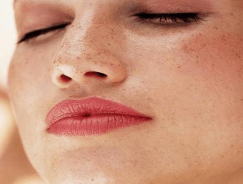 Come trattare la pelle depigmentata e con macchie