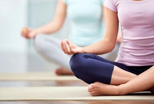 lo yoga è particolarmente consigliato per la salute della colonna vertebrale