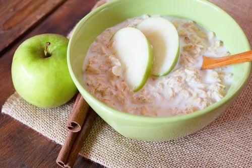 Avena e mela verde: ingredienti per un frullato salutare