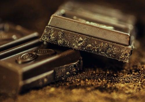 Cosa succede al vostro corpo quando mangiate cioccolato fondente