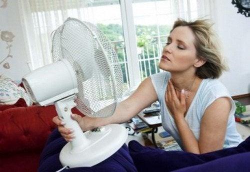 Come combattere le vampate di calore causate dalla menopausa