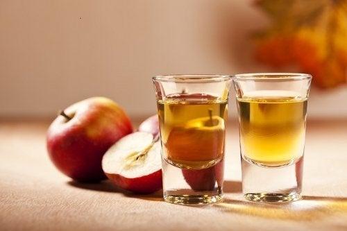 Mele rosse e aceto di mele