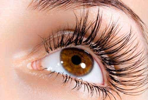 6 consigli di bellezza per sfoggiare occhi più grandi