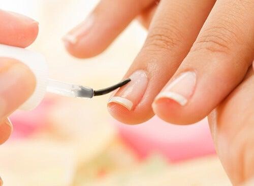 9 trucchi per unghie più belle