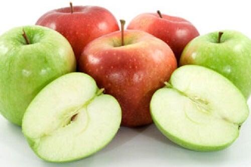 I benefici di mangiare una mela al giorno