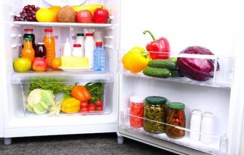 14 alimenti che non possono mancare in frigo
