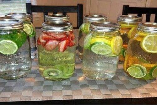 8 acque aromatizzate e curative da provare