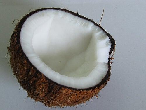 ipotiroidismo: è bene abbinare l'acqua di cocco al trattamento medico