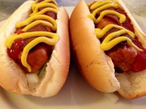 Perché è meglio che i bambini non mangino hot dog?