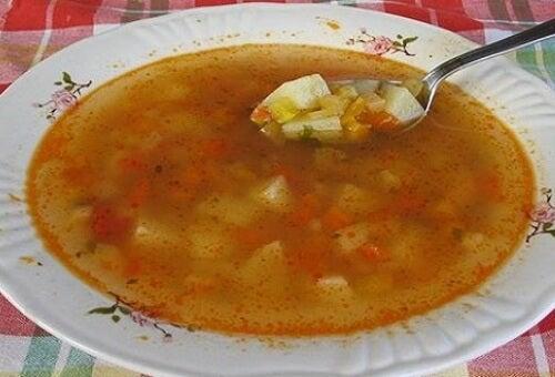 Una minestra brucia grassi nutriente per dimagrire