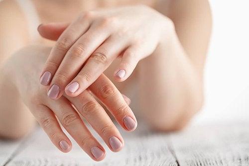 Mani infiammate: 6 rimedi naturali