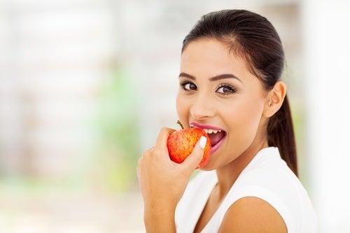 Mangiare frutta prima di cena