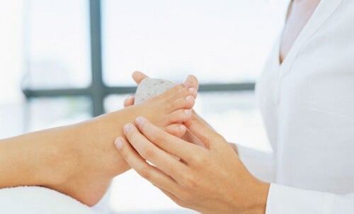 Rimedi naturali per eliminare i calli dei piedi