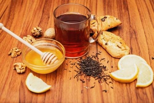 Super bevanda alla curcuma, per l'artrite, i dolori e il cuore