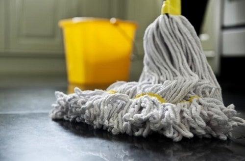 L'acqua ossigenata è eccellente per disinfettare la casa
