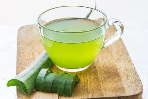 Come ottenere il succo di aloe vera per usi medicinali