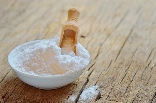 Bicarbonato di sodio con cucchiaino
