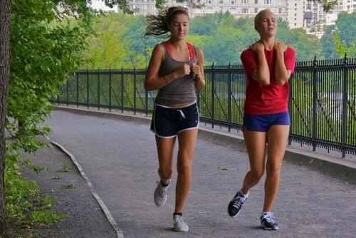 ragazze che fanno jogging