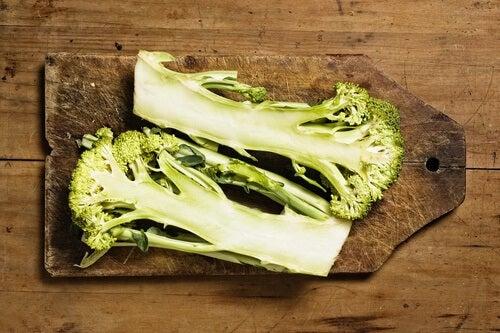 è importante includere i gambi dei broccoli nella propria alimentazione