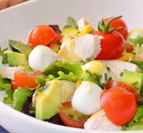 Gustosa insalata per sgonfiare la pancia e depurare l'organismo