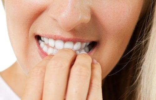 mangiarsi-le-unghie