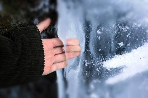 Mano nel ghiaccio, crioterapia