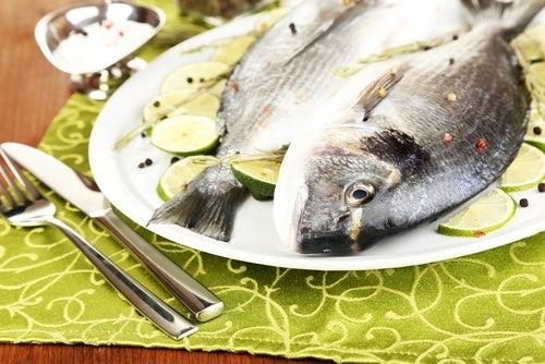 pesce nel piatto