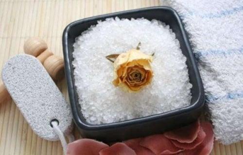 Eliminare la cellulite col sale marino, ecco come