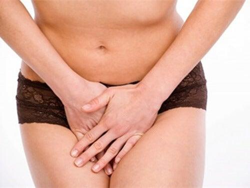 Trattenere la voglia di urinare: quali sono le conseguenze?