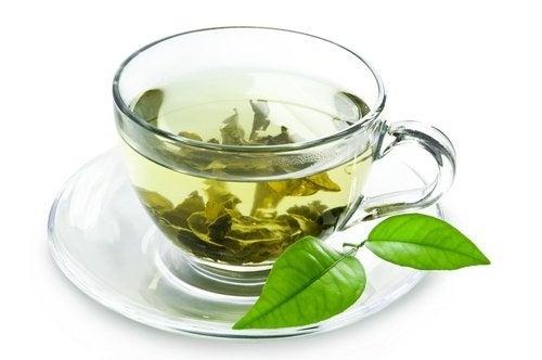 sono tantissimi i benefici del tè verde