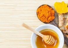 Rimedio alla curcuma e miele