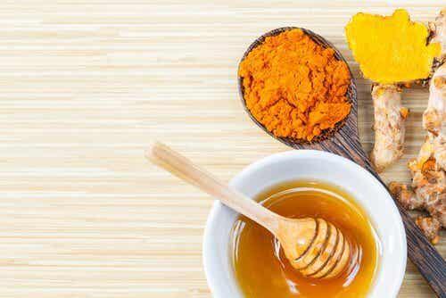 Curcuma e miele d'api: un rimedio dal valore inestimabile