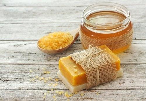 Sapone alle carote fatto in casa per prendersi cura della pelle vivere pi sani - Sapone neutro per pulizie casa ...