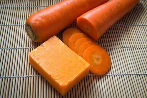 Sapone alle carote fatto in casa per prendersi cura della pelle