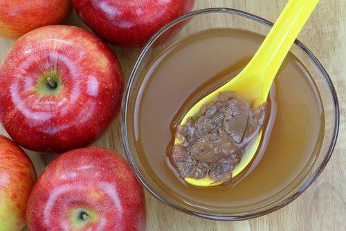 Aceto di mele per punti neri