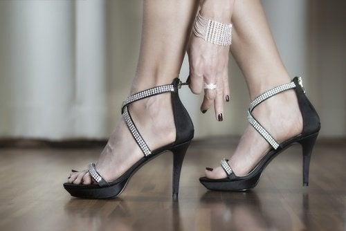 cinturino-scarpe-con-i-tacchi-500x334