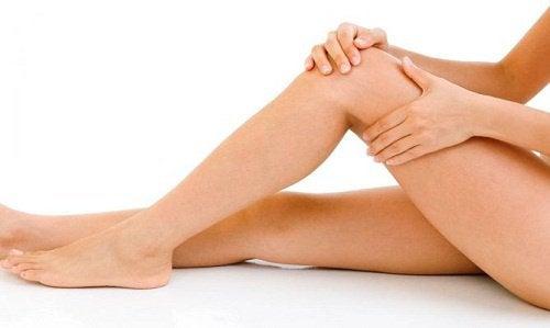 massaggio ai piedi e gambe