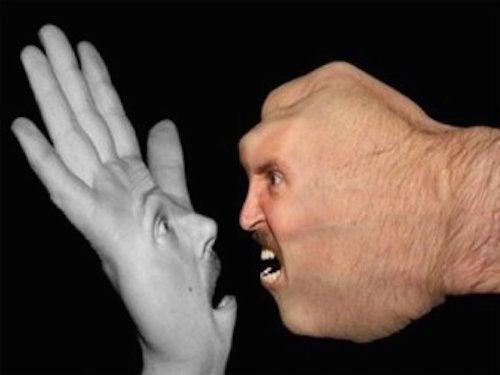 Mani che discutono